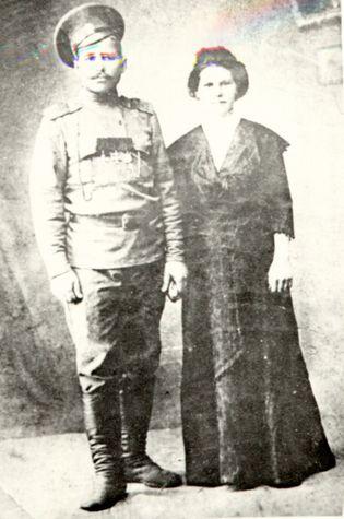 В. И. Чапаев с женой П. Н. Метриной // ГИА ЧР. Фотоколлекция, №2348.